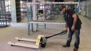 How to Assemble a Pallet Jack (Video)
